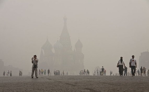 142285061 - burning moscow photos from twitter users