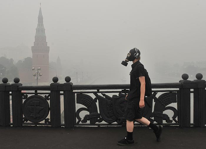 142390094 - burning moscow photos from twitter users