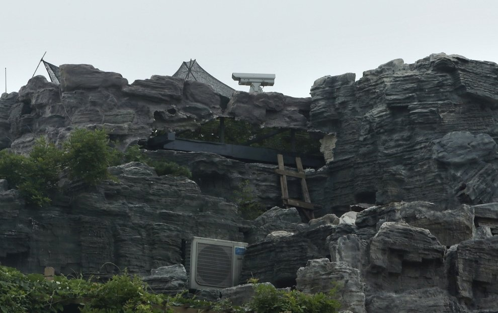 2 - chinese man builds mountain on residential suite