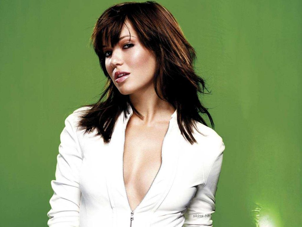 This image has an empty alt attribute; its file name is Mandy-Moore-hot-cleavage-1-1024x768.jpeg