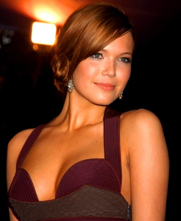 This image has an empty alt attribute; its file name is mandy-moore-cleavage-pics.jpg