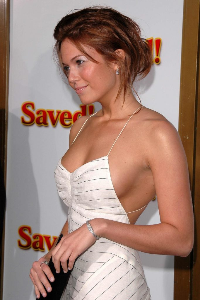 This image has an empty alt attribute; its file name is mandy-moore-hot-683x1024.jpg