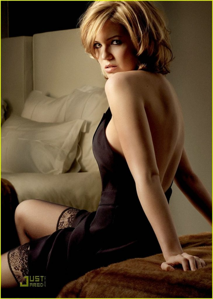 This image has an empty alt attribute; its file name is mandy-moore-hot-body-729x1024.jpg