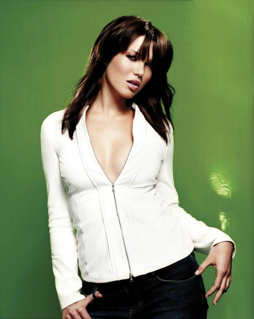 This image has an empty alt attribute; its file name is mandy-moore-looking-hot-814x1024.jpg
