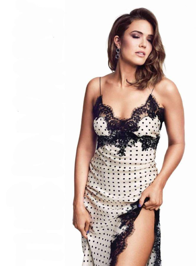 This image has an empty alt attribute; its file name is mandy-moore-looking-sexy.jpg