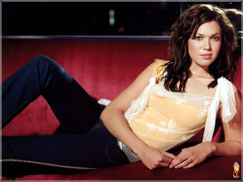 This image has an empty alt attribute; its file name is mandy-moore-mind-blowing-1024x768.jpg