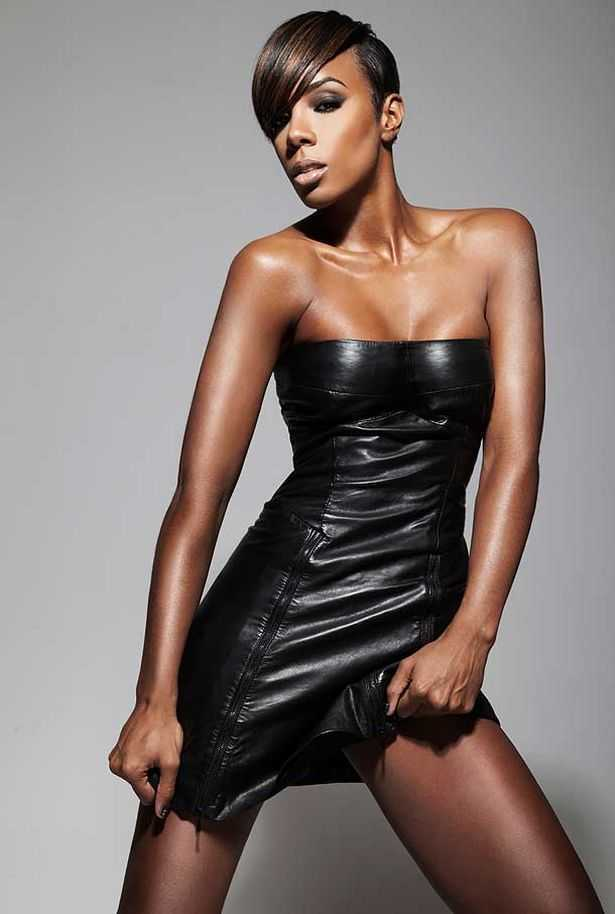 Kelly rowland reminds us that she has a ridiculously sculpted bod