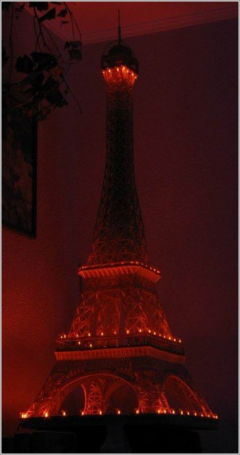 23 - eiffel tower made of matches