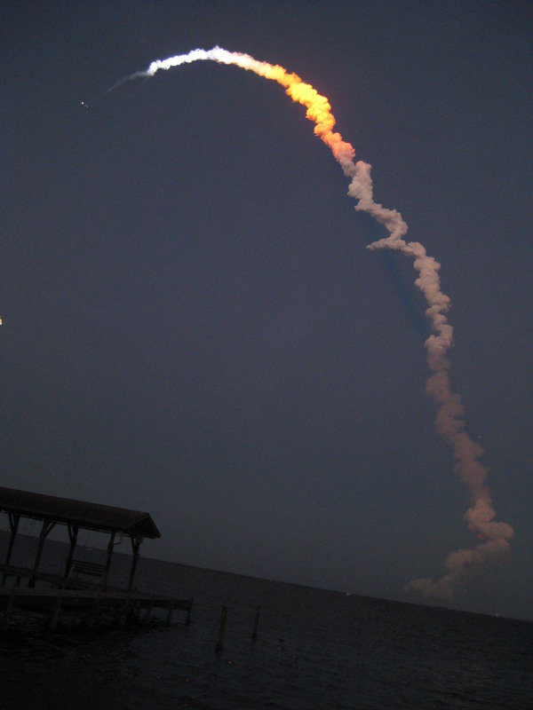 25bq0 - space shuttle take off - photos by twitter users