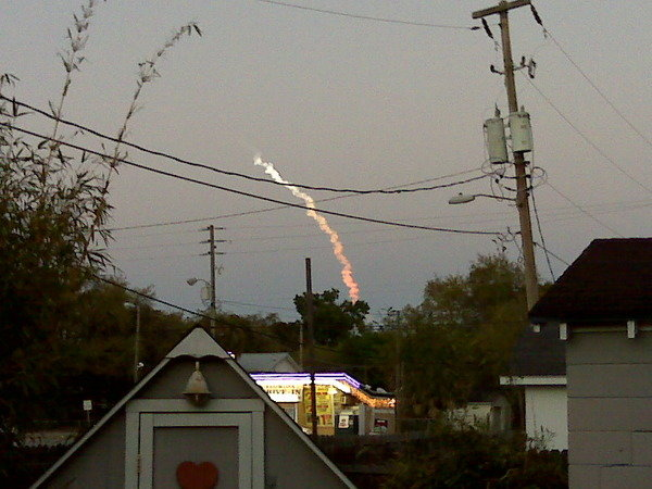 25hoo - space shuttle take off - photos by twitter users