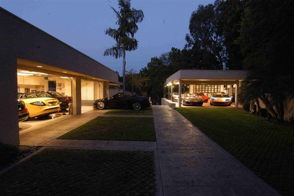 4033553593 c6127e7bb1 o - world's most beautiful garages