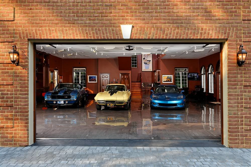 4034307238 e5ed06d4eb o - world's most beautiful garages