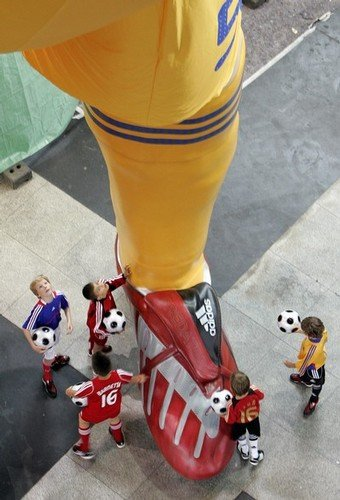 5 - giant statues of football players