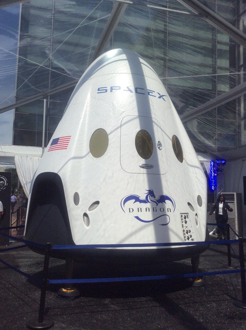 6y7qdst - spacex's dragon. america's next generation spacecraft.
