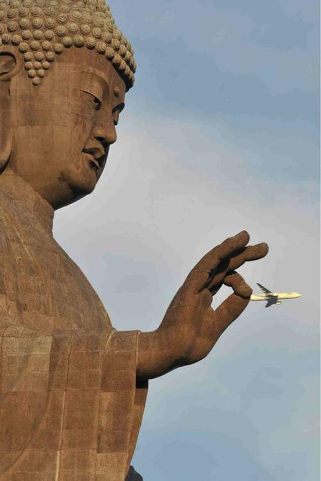 9 - the 51 most perfectly timed photos ever.