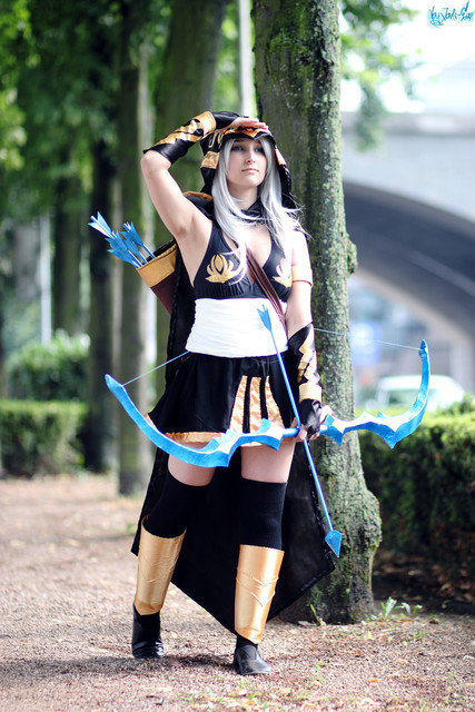 ashe - awesome league of legends cosplay