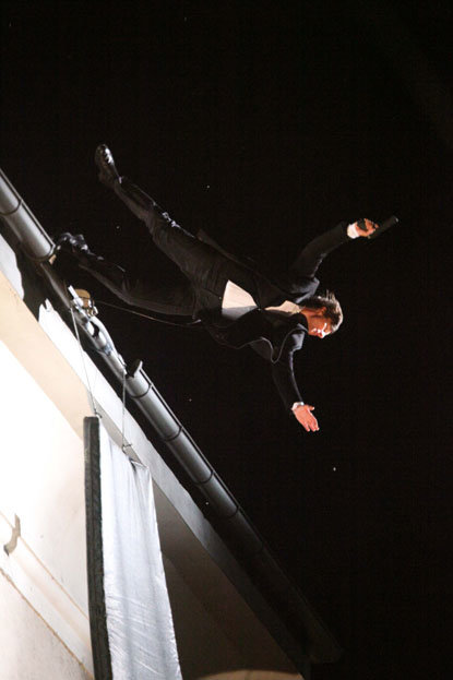 spl141282 051 - tom cruise does his own stunts for upcoming movie