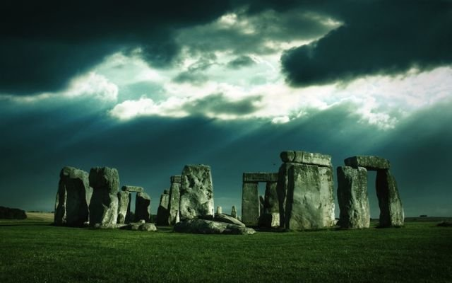 stonehenge - places to visit before the world ends