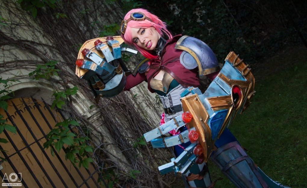 vi - awesome league of legends cosplay