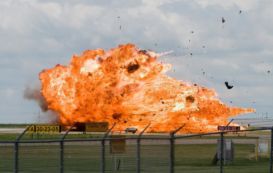 ccjdeuq - jet burst into a ball of fire after a near-vertical crash.