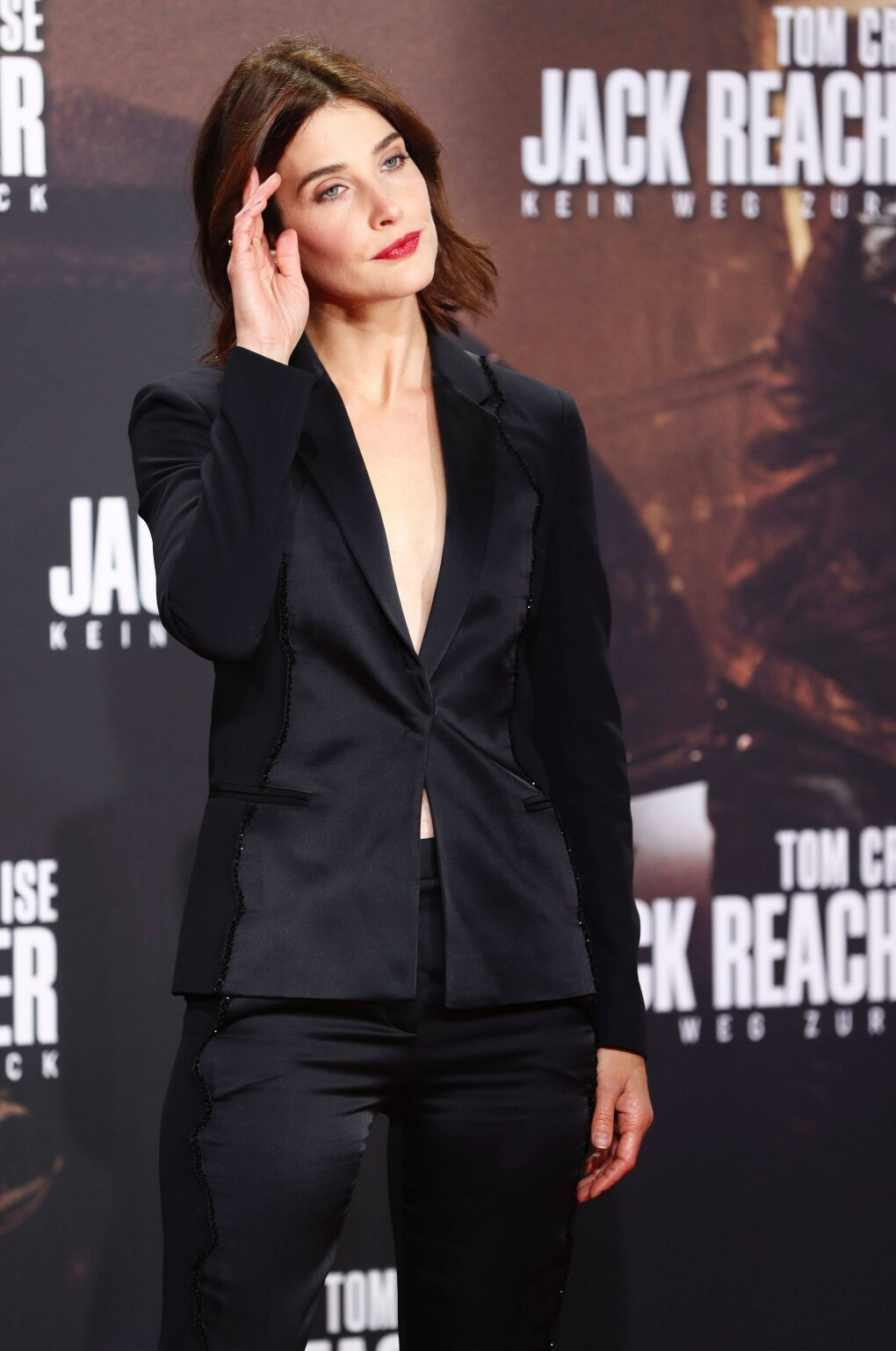 cobie smulders rocking suit