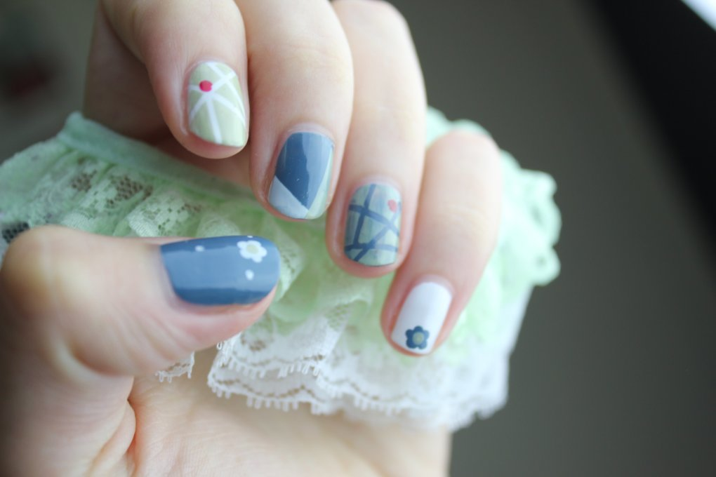 cute nails using tape pic