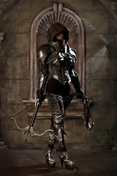 demon hunter from diablo cosplay