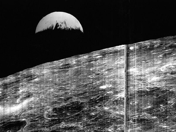 first photo earth from moon lunar orbiter