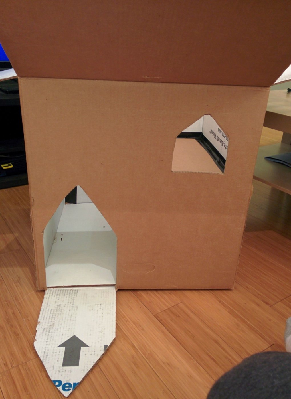gel8woo - why don't we build cardboard castle to our cats? this is how to do it.