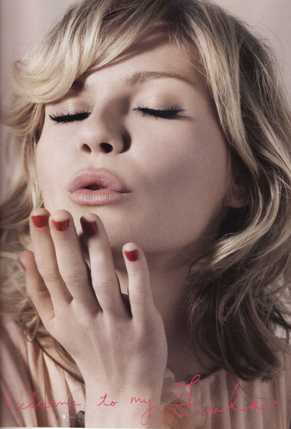 kirsten dunst blowing kiss