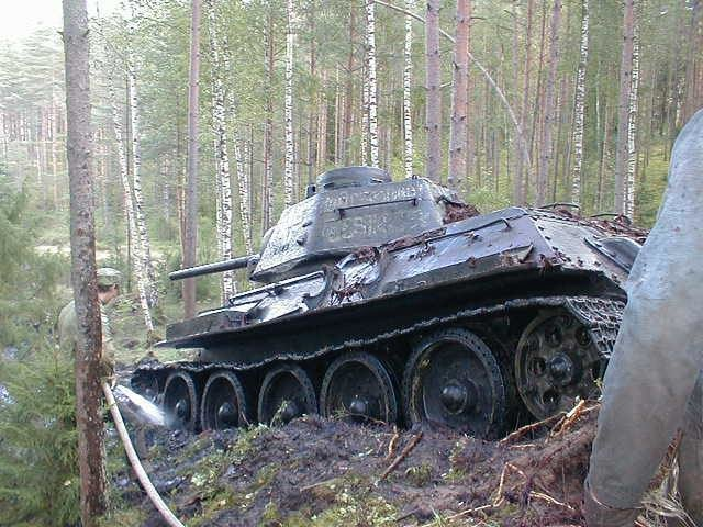myevjff - soviet ww2 tank with german markings pulled from a lake in estonia