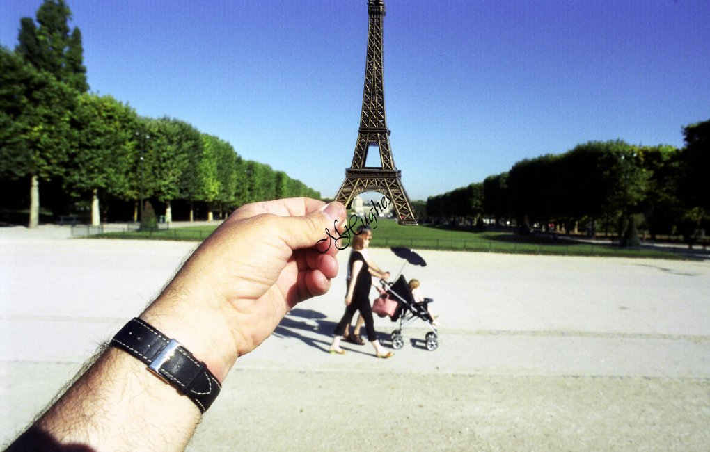 paris - are souvenirs out of sight?