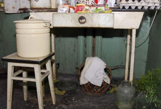 pigsty4 - here are some serious hygiene and lifestyle issues...