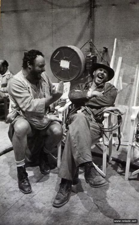 qniyiw6 - actors laughing between takes