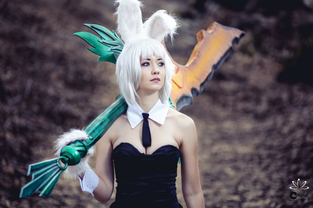 riven - sexiest league of legends cosplay girls 2014