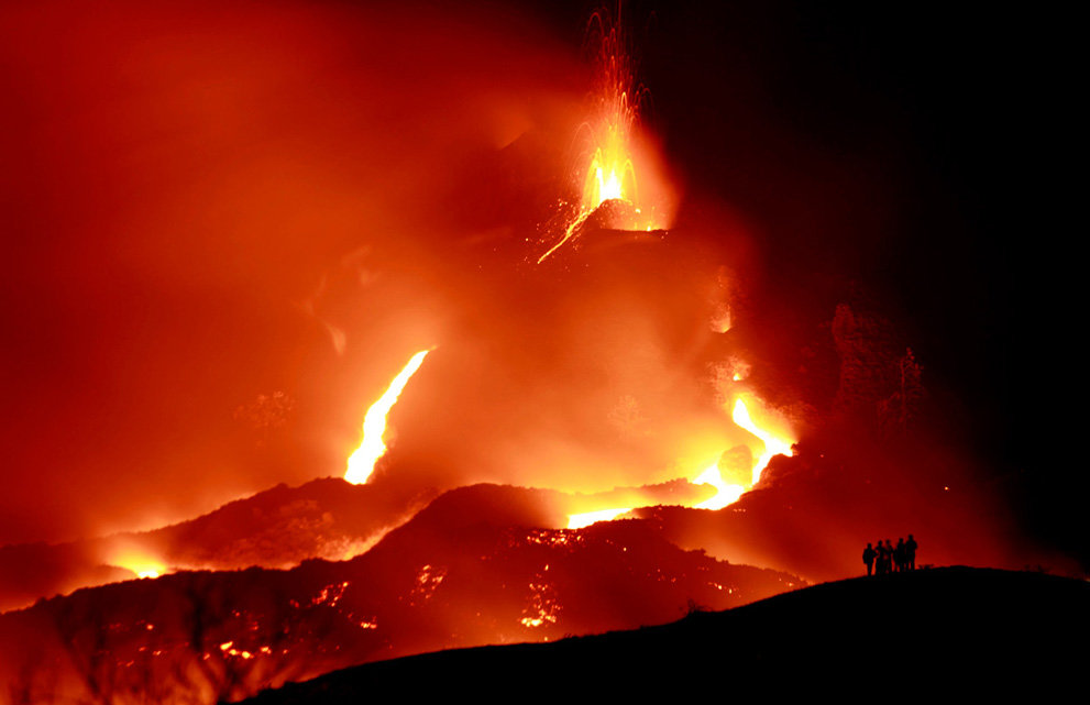 s v06 04123933 - a year of volcanic activity