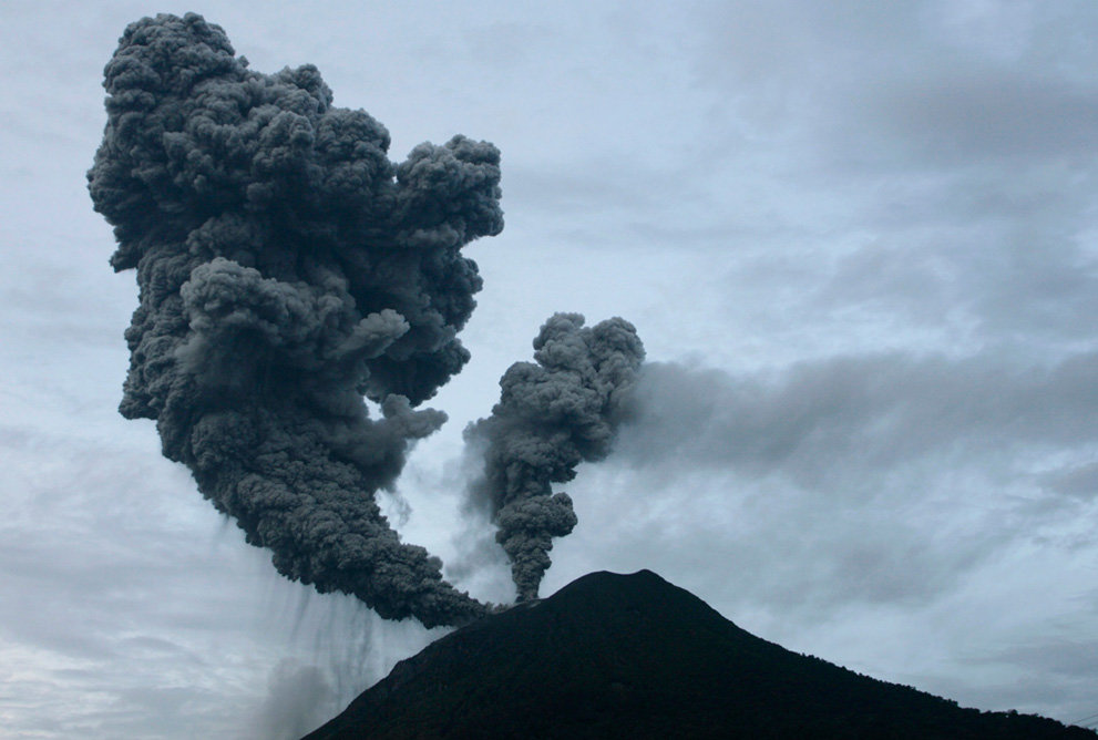 s v08 rtr2hp4o - a year of volcanic activity