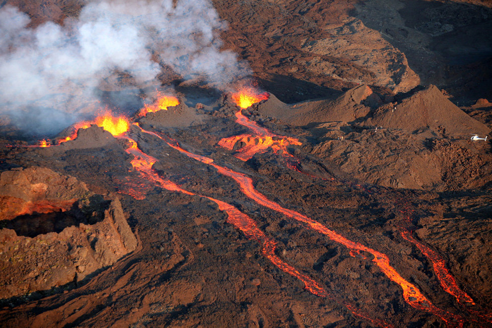 s v16 06480075 - a year of volcanic activity