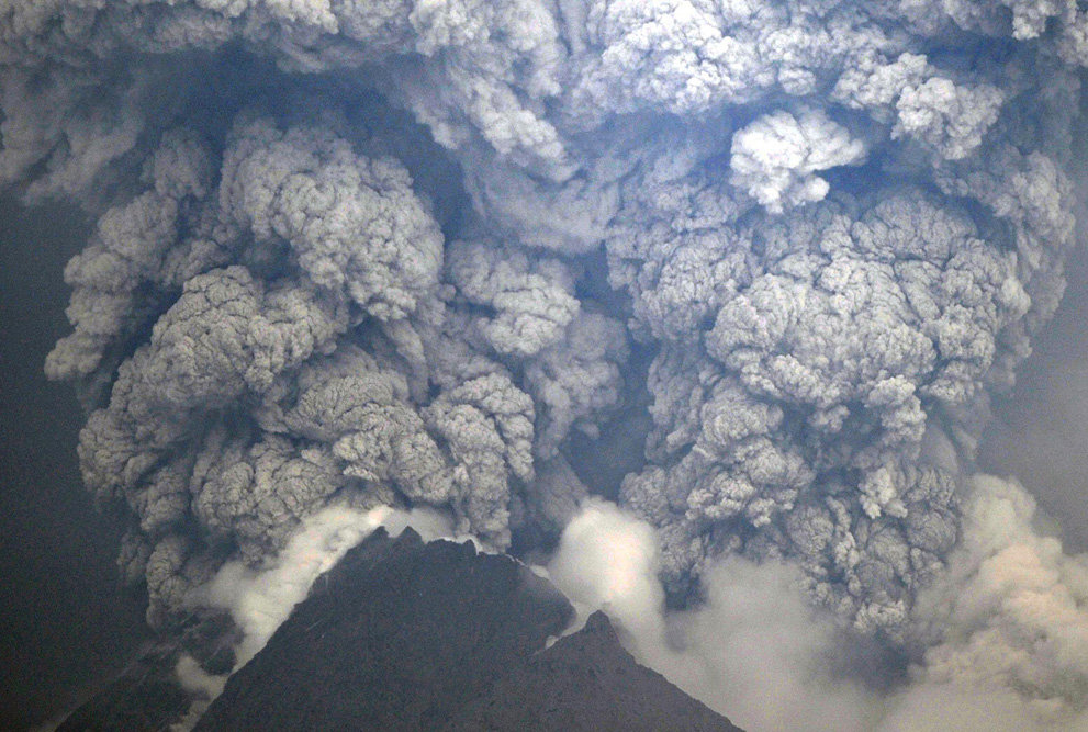 s v25 06591084 - a year of volcanic activity