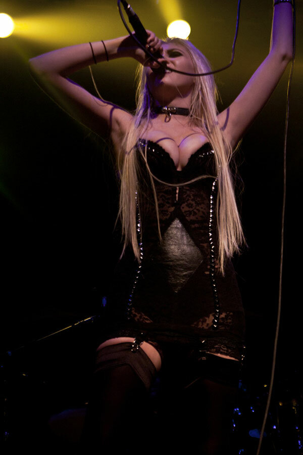 taylor momsen giving cleavage meaning