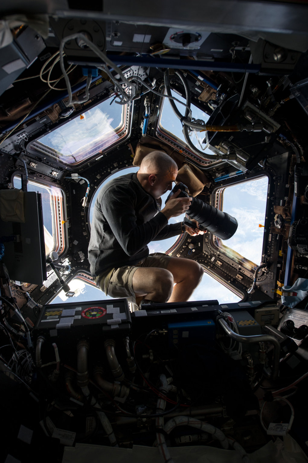 best seat house nasa astronaut chris cassidy snaps pictures earth lens