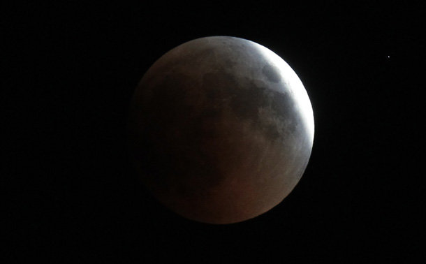 earths shadow passes across moon during lunar eclipse doha
