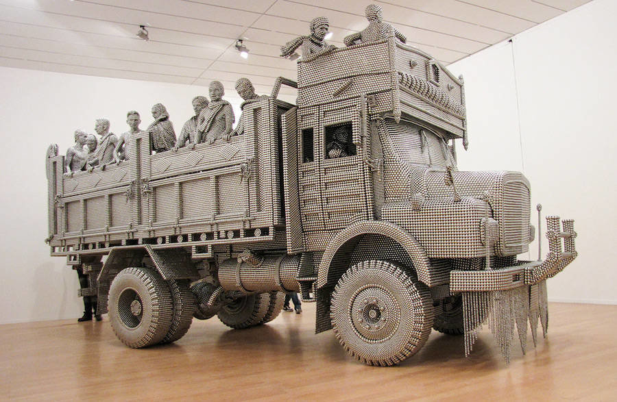 tumblr oi6ms1pjr71v0w7fmo1 1280 - life sized truck made of stainless steel balls