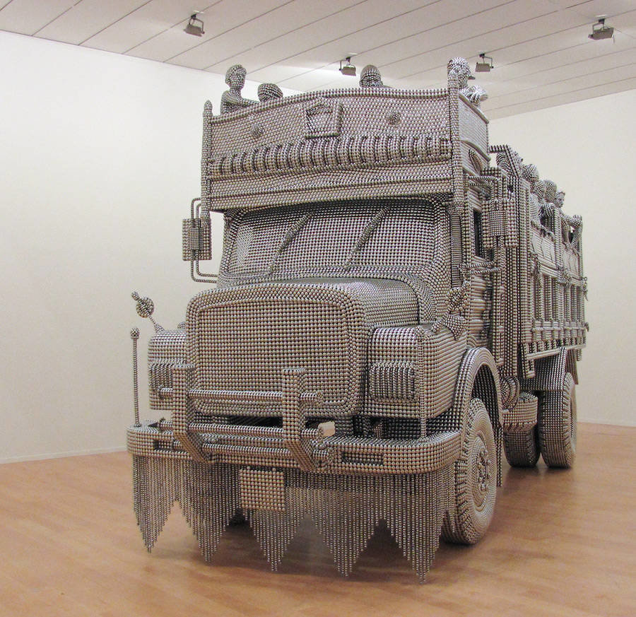 tumblr oi6ms1pjr71v0w7fmo5 1280 - life sized truck made of stainless steel balls