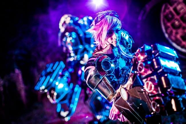 vi cosplay - awesome league of legends cosplay by team csl