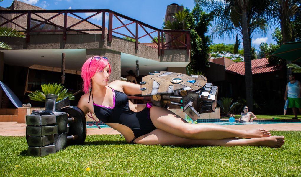 vi cosplay - league of legends cosplay 2016