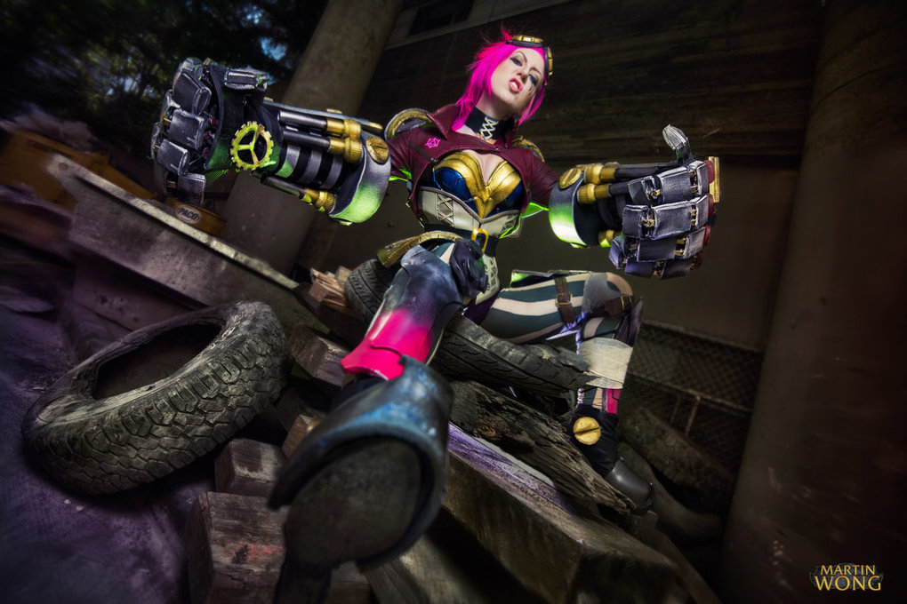 vi cosplay lol - this year's most amazing league of legends cosplay outfits