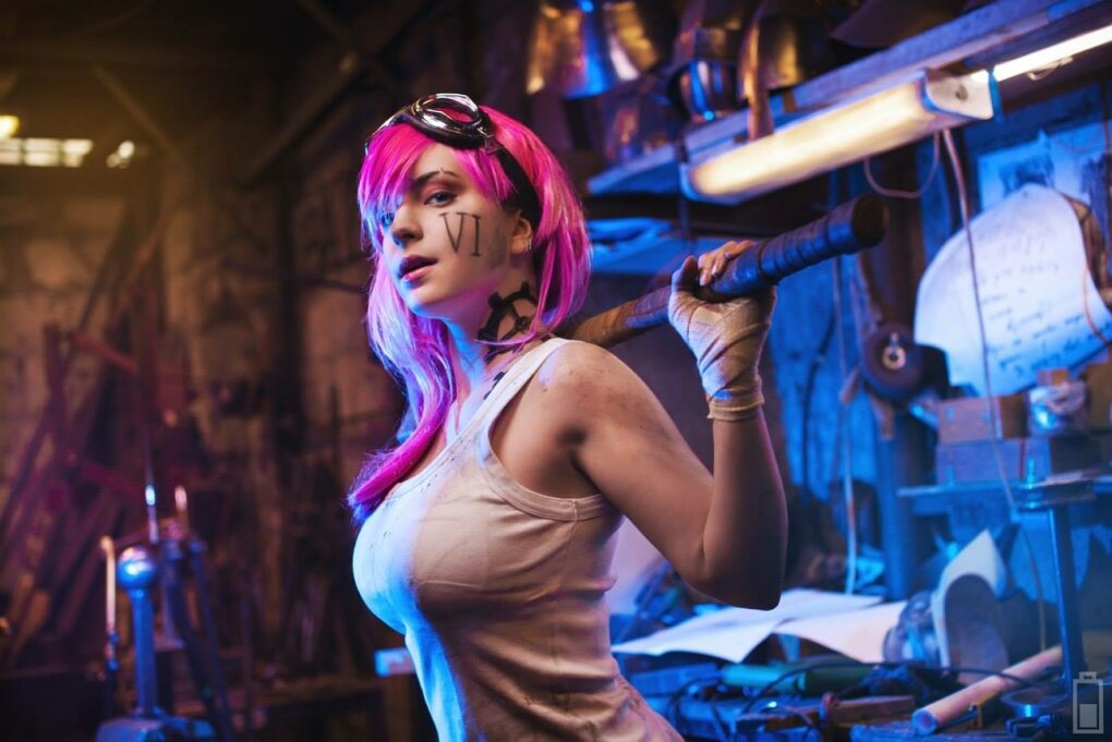 vi cosplay1 - sexiest league of legends cosplay girls 2015