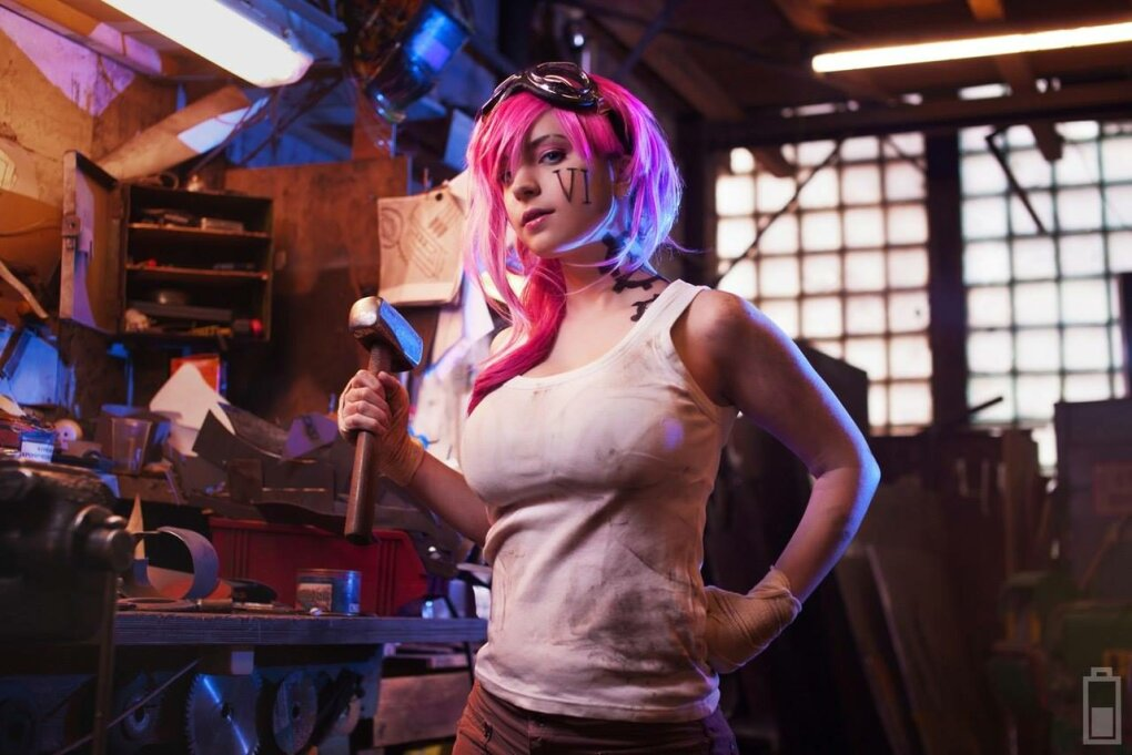 vi cosplay2 - sexiest league of legends cosplay girls 2015