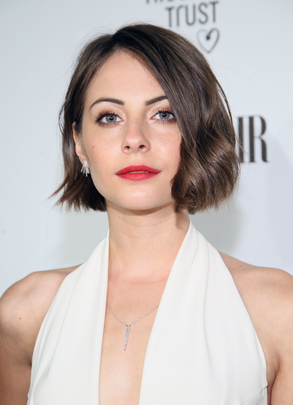 willa holland plunging neckline